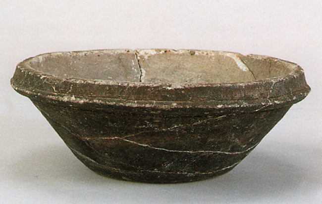 Fig. 08 - Stone cooking pot from Kusado Sengen