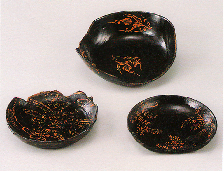Fig. 09 - Lacquer bowls from Kusado Sengen