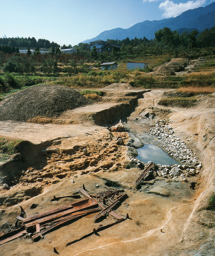 Fig. 12 - Excavation at Nango-Ohigashi, Nara prefecture, Middle Kofun period