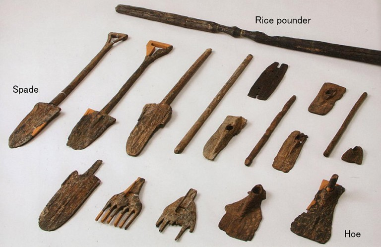 Fig. 07 - Wooden farming implements