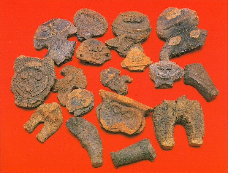 Fig. 06 - Fragments of dogu from the Kasori shell mounds, Chiba prefecture. Late Jomon, c. 1500-1000 BC.