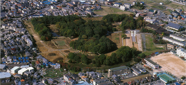 Fig. 12 - Imashirozuka kofun, Osaka prefecture. 'H' marks where the house-shaped haniwa was found